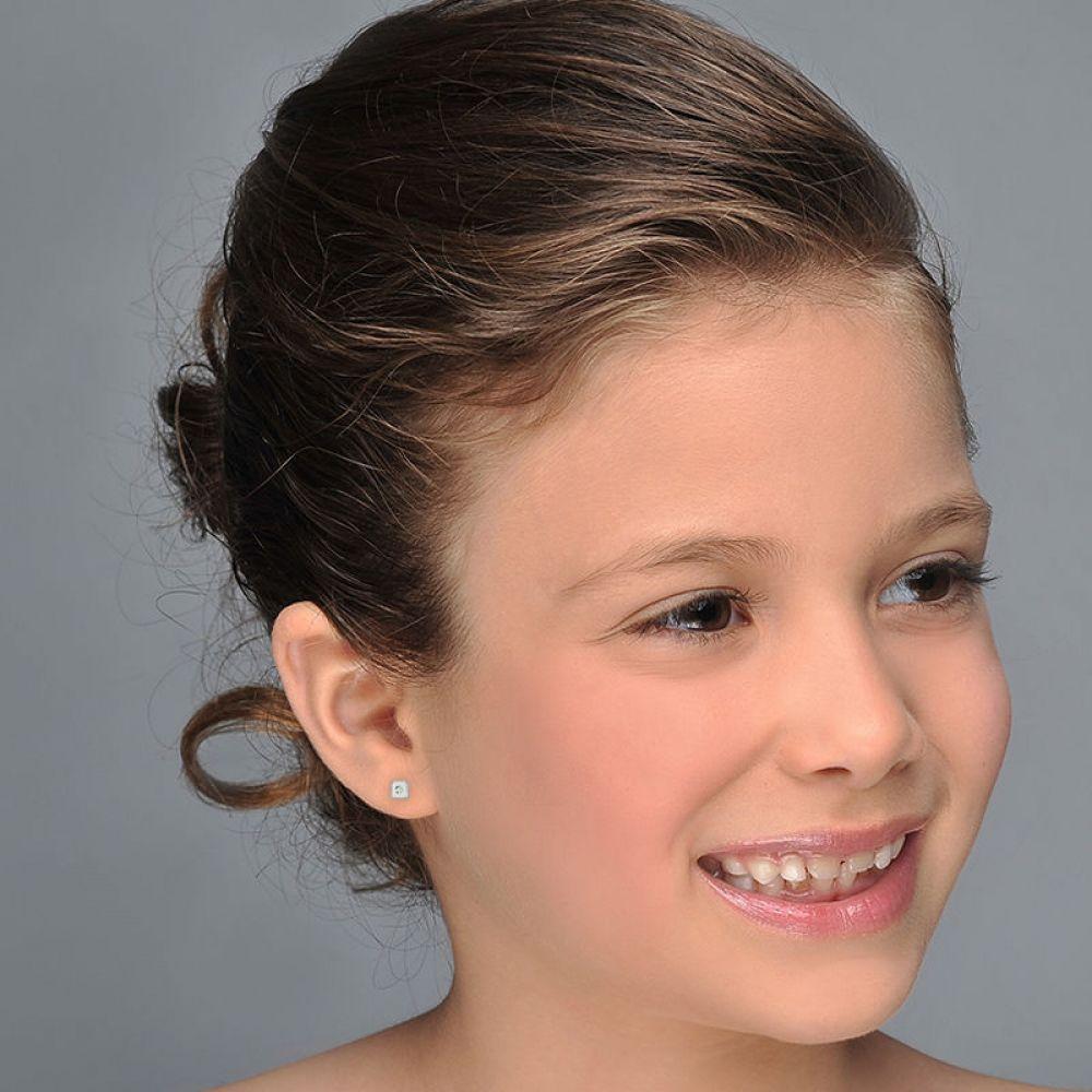 תכשיטים מזהב לילדות | עגילי זהב לבן צמודים -  ריבוע מנצנץ