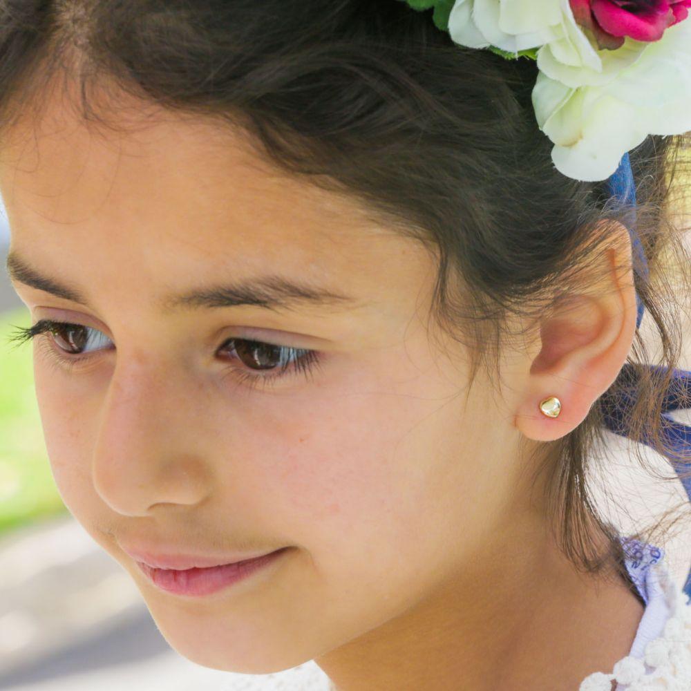 תכשיטים מזהב לילדות   עגילי זהב צמודים -  לב קלאסי חלק