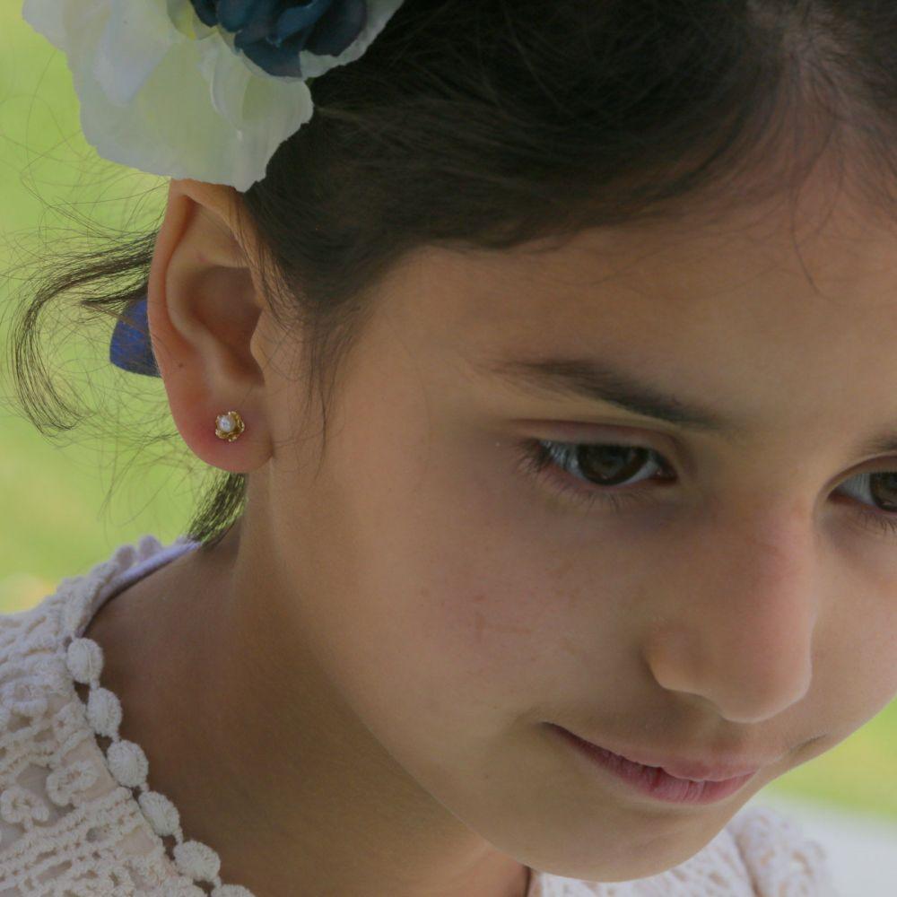 תכשיטים מזהב לילדות | עגילי זהב צמודים -  פנינה ופרח