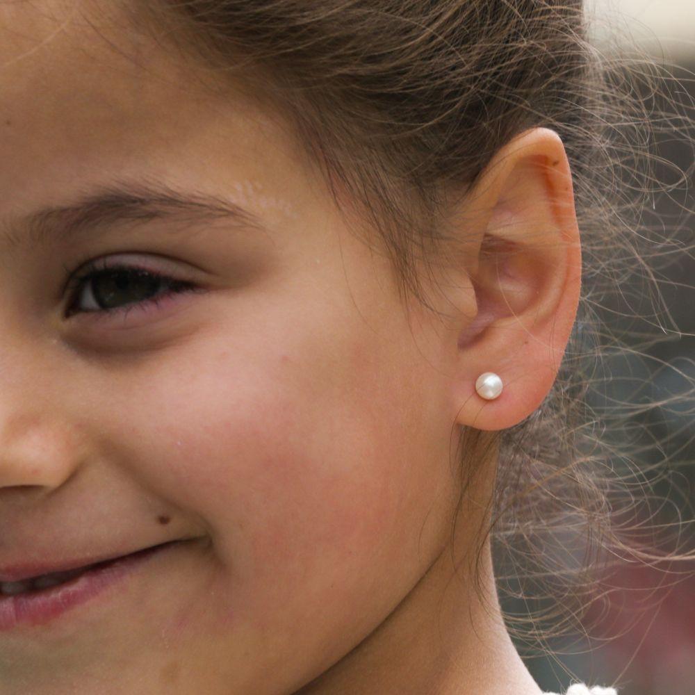 תכשיטים מזהב לילדות | עגילי זהב צמודים -  פנינה כפתור