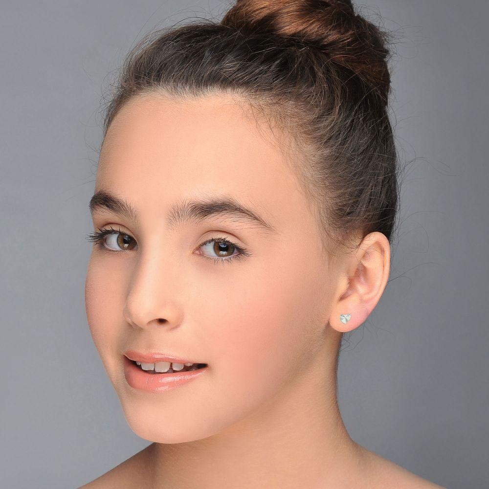 תכשיטים מזהב לילדות | עגילי זהב לבן צמודים -  לב משמעותי
