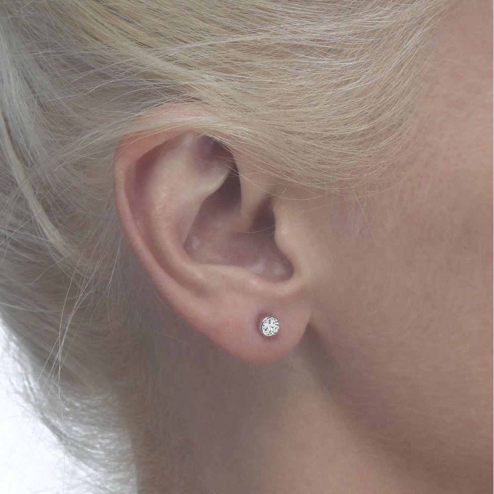 תכשיטים מזהב לילדות | עגילי זהב צמודים - עיגול קסם לבן