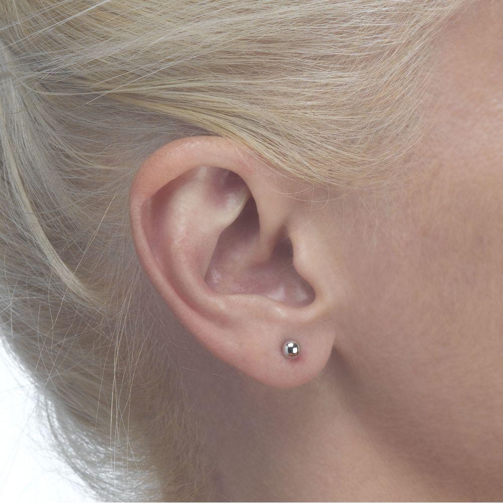 תכשיטים מזהב לילדות | עגילים צמודים מזהב לבן 14 קראט - עיגול קלאסי