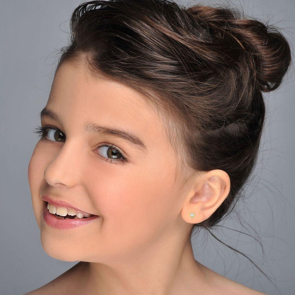 תכשיטים מזהב לילדות | עגילים צמודים מזהב צהוב 14 קראט - פנינה מלבבת
