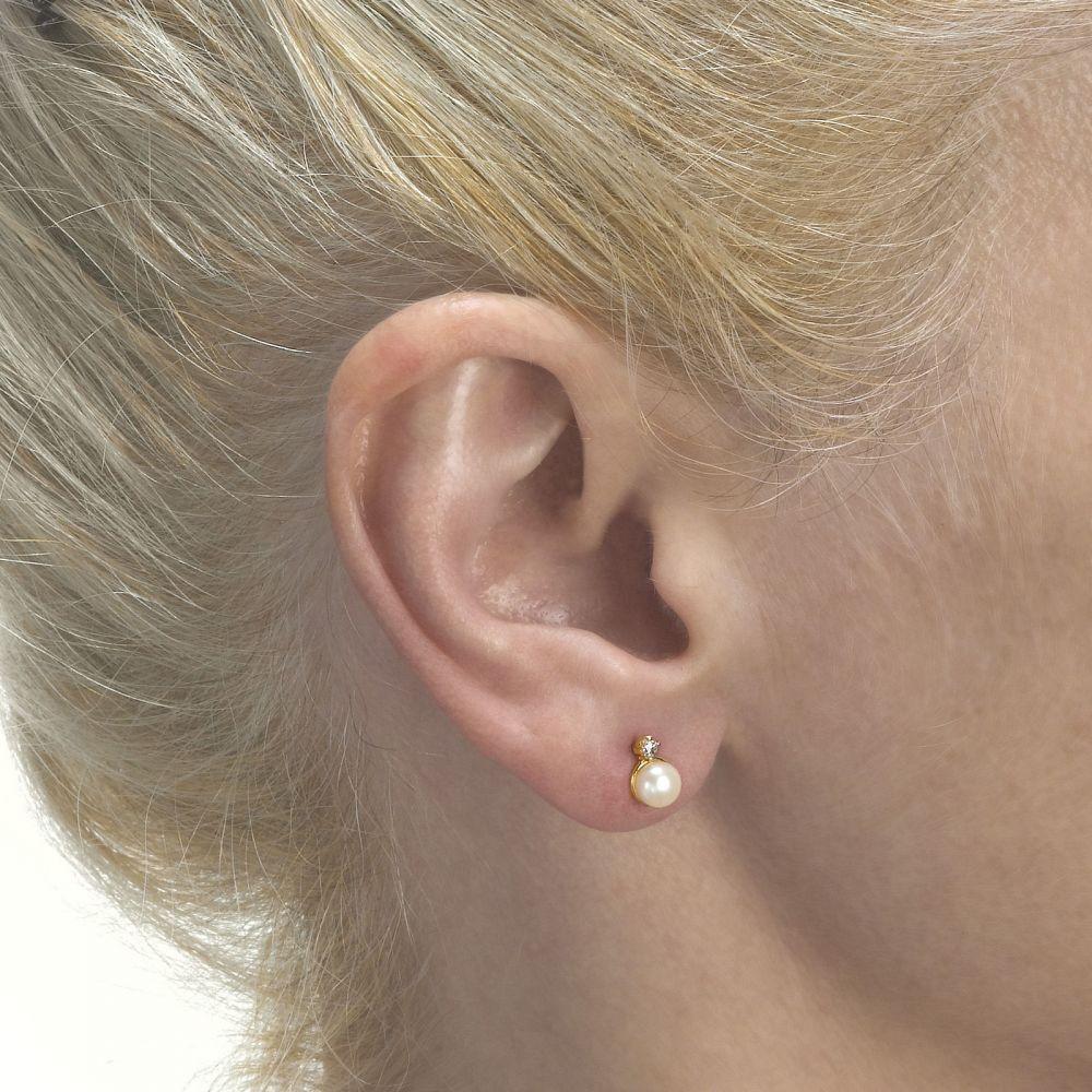 תכשיטים מזהב לילדות | עגילים צמודים מזהב צהוב 14 קראט - פנינה חיבוק וקריצה