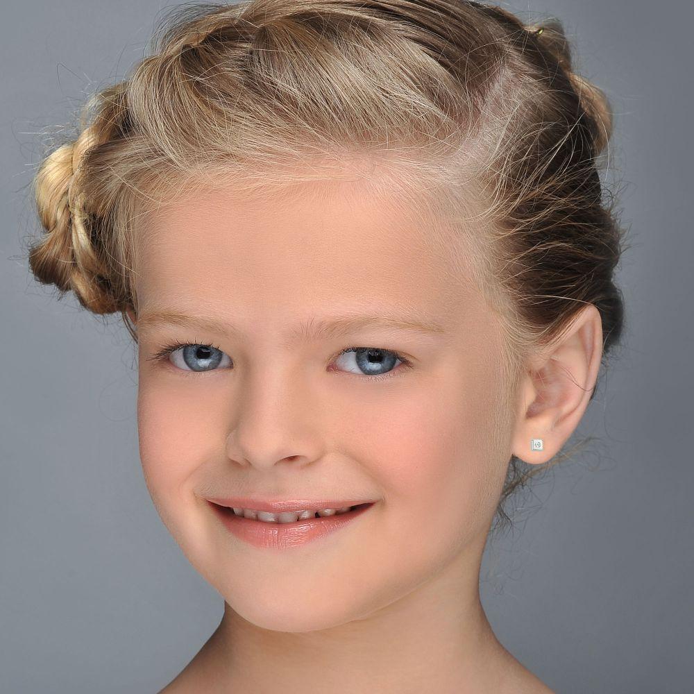תכשיטים מזהב לילדות | עגילים צמודים מזהב לבן 14 קראט - ריבוע מנצנץ קטן