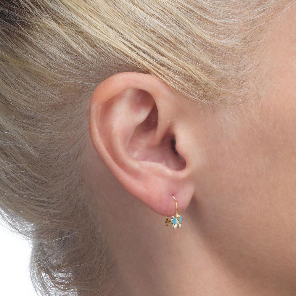 תכשיטים מזהב לילדות | עגילים תלויים מזהב צהוב 14 קראט - פרפר גילה - תכלת