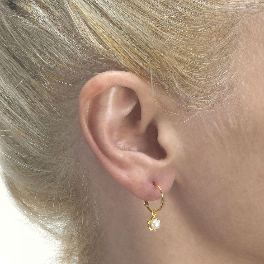עגילי זהב | עגילי חישוק וצ'ארם מזהב צהוב 14 קראט - פרח סביון