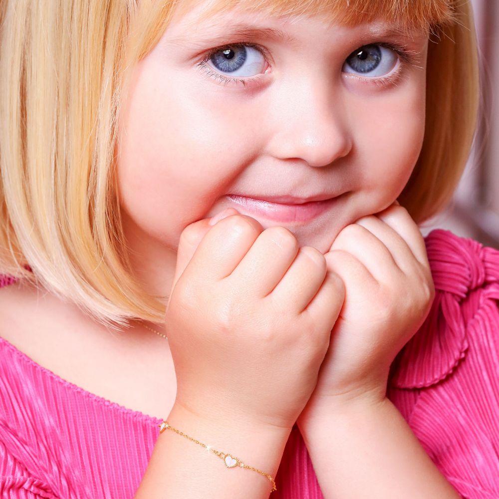 תכשיטים מזהב לילדות | צמיד לילדה מזהב צהוב 14 קראט - לבבות אם הפנינה