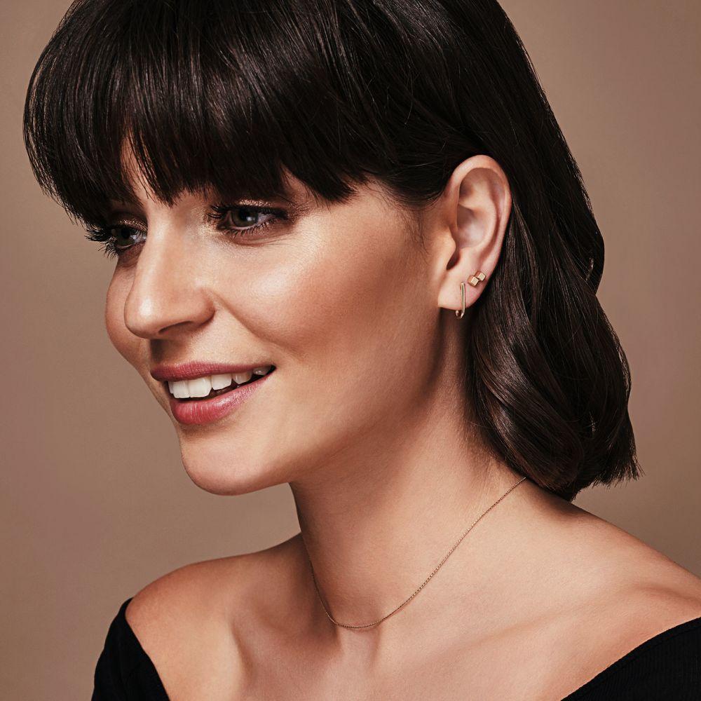 תכשיטי זהב לנשים | עגילים צמודים מזהב צהוב 14 קראט - וו הזהב