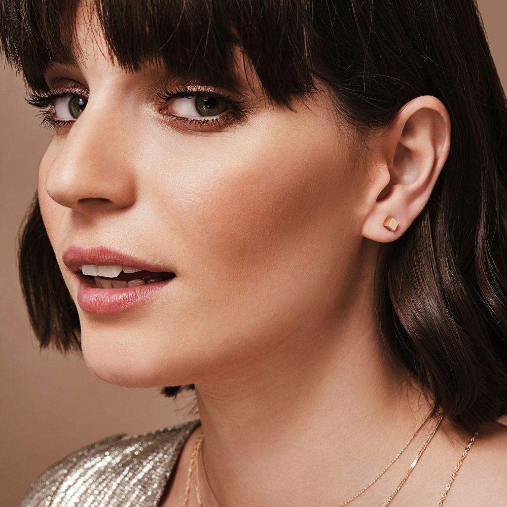 תכשיטי זהב לנשים | עגילים צמודים מזהב צהוב 14 קראט - קוביית הזהב - גדול