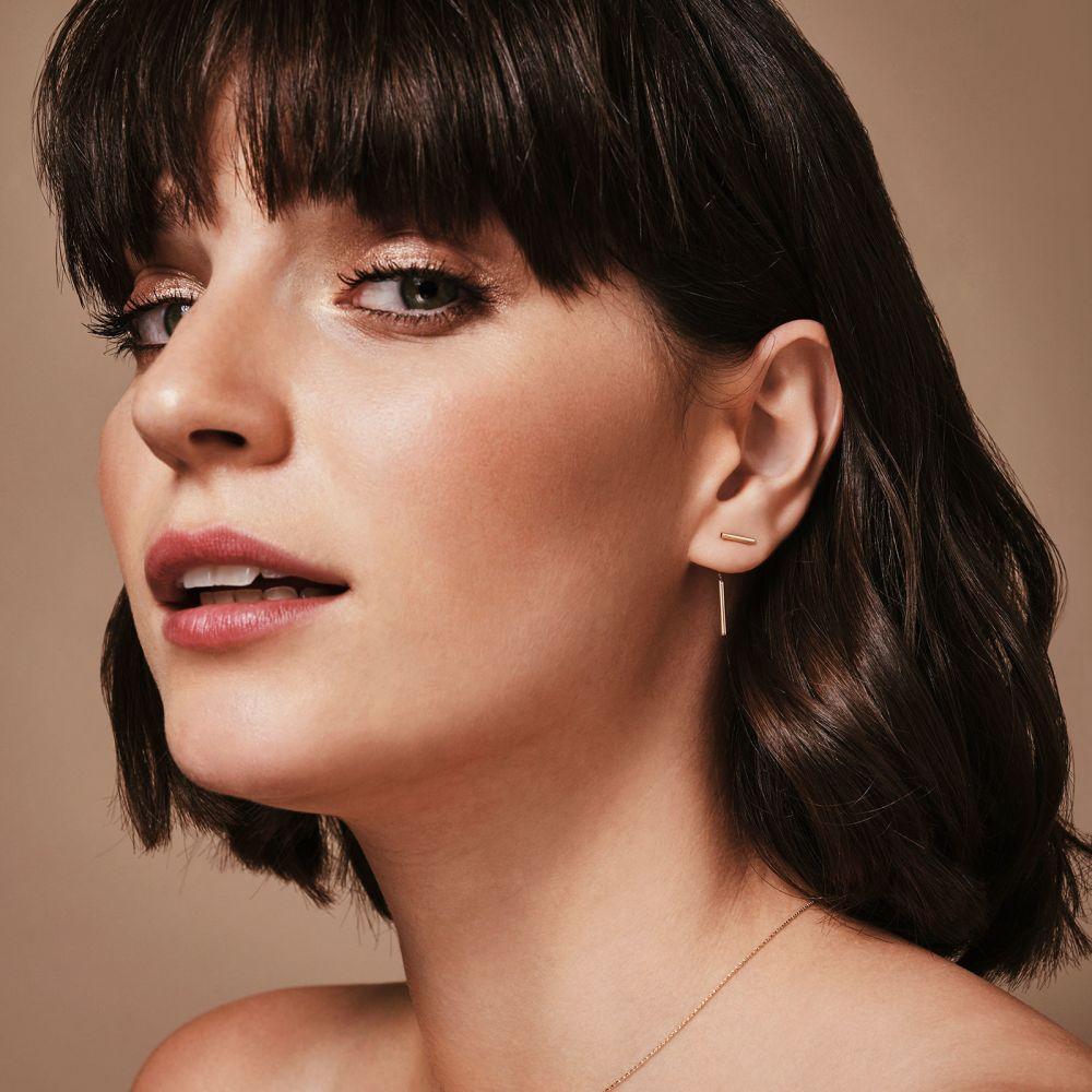 תכשיטי זהב לנשים | עגילים צמודים מזהב לבן 14 קראט - חוטי זהב