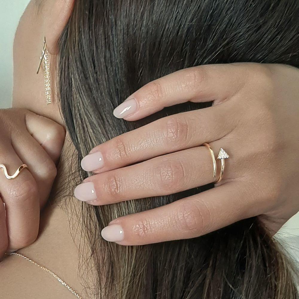 תכשיטי זהב לנשים   טבעת פתוחה מזהב צהוב 14 קראט -   חץ מנצנץ