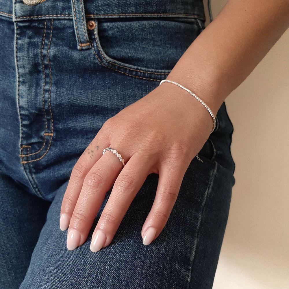 תכשיטי זהב לנשים   טבעת מזהב לבן 14 קראט - עיגולי קרולינה