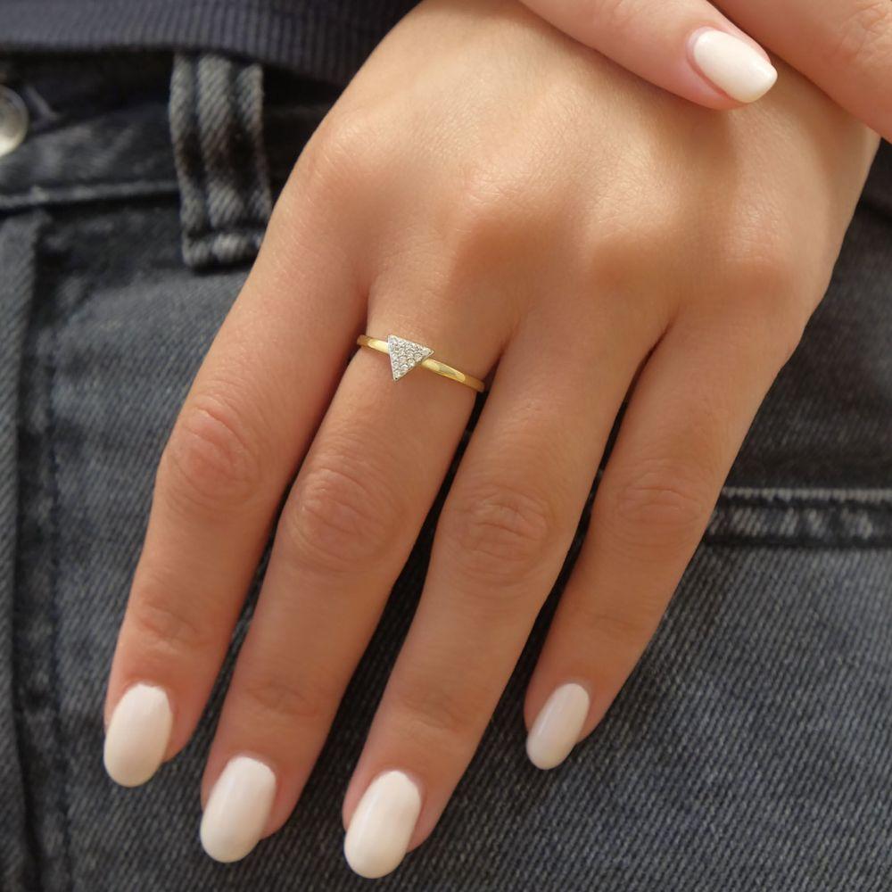 תכשיטי זהב לנשים | טבעת מזהב צהוב 14 קראט -  משולש טורונטו