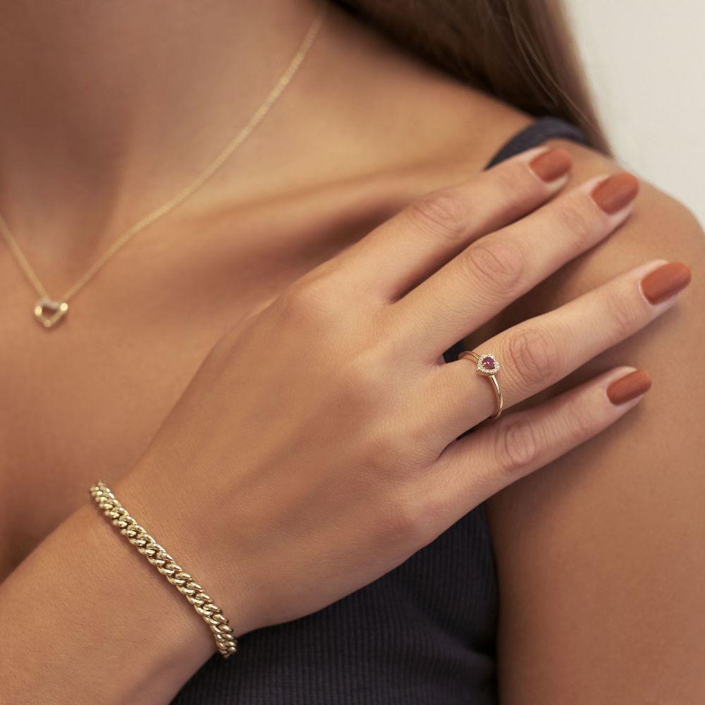 תכשיטי יהלומים   טבעת רובי ויהלומים  מזהב צהוב 14 קראט - לב רויאל