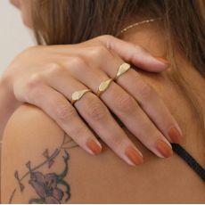טבעת מזהב צהוב 14 קראט - חותם עגול מבריק